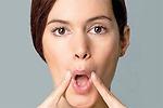 Cách xóa nếp nhăn ở khóe miệng đơn giản tại nhà