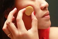Điều trị nám, tàn nhang bằng chanh và khoai tây