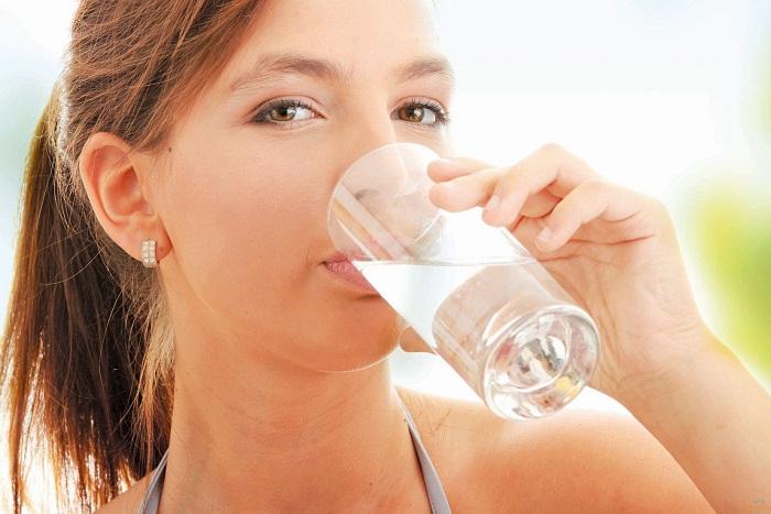 Bổ sung đủ nước giúp da luôn căng mịn