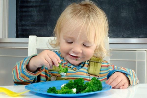 Khuyến khích trẻ ăn nhiều rau xanh