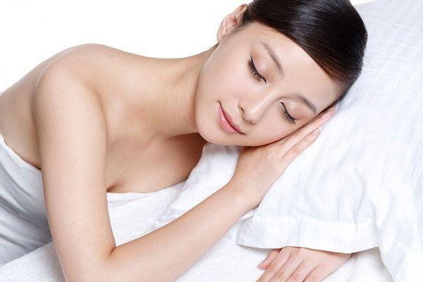 Da nhờn thường rõ nhất khi ngủ dậy